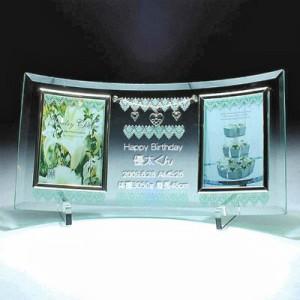 ガラス彫刻MomoWorksサンプル写真 MYU-2 ジュエリーチャームガラスフォトフレーム お名前彫刻例