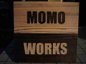 MomoWorksサンプル写真_木製_看板